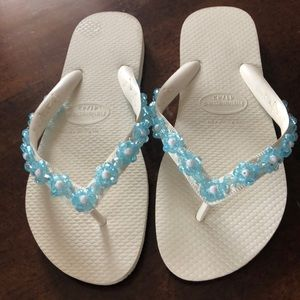 HAVAIANAS customized with light blue flowers